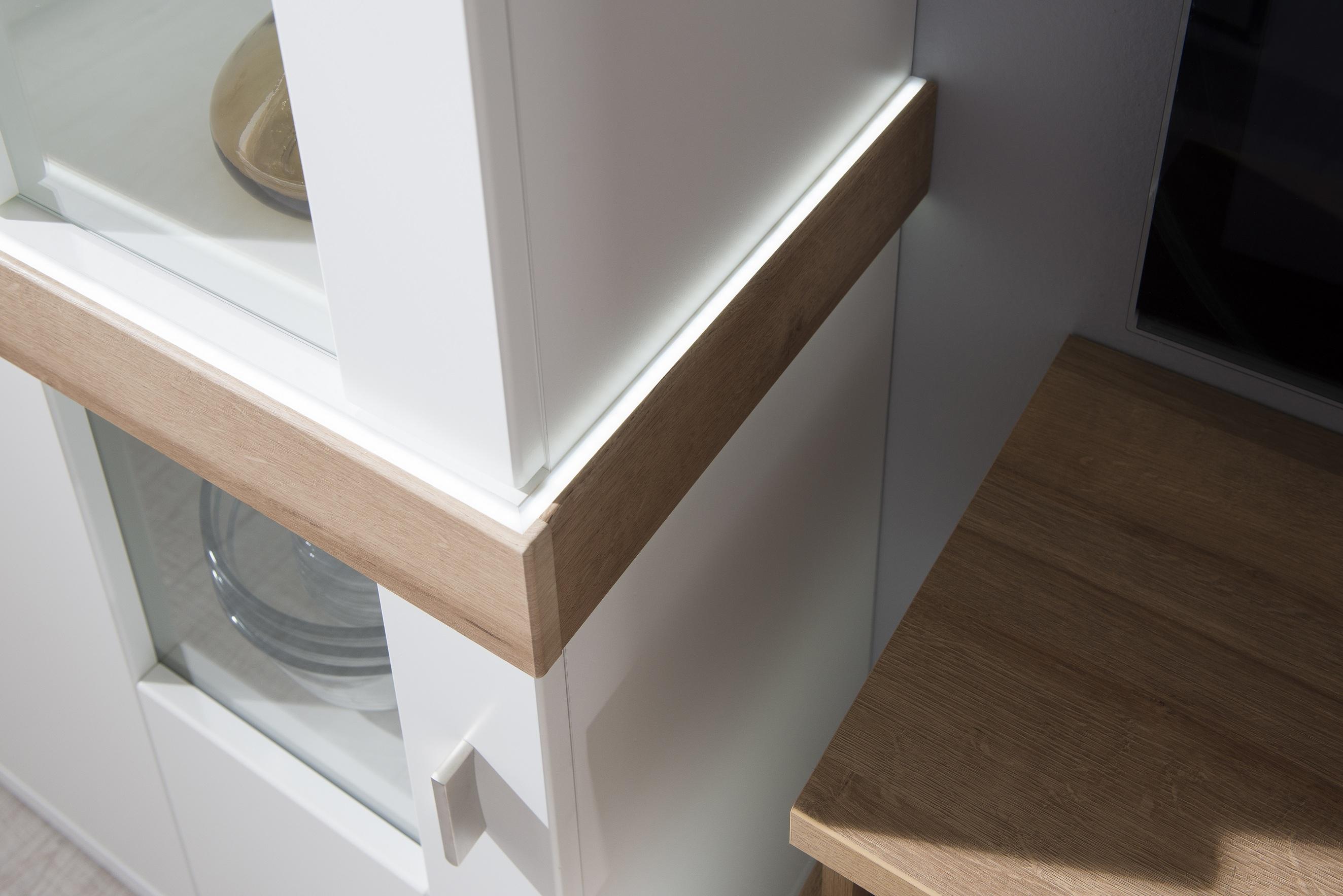 Integrovaný LED pás vo vitríne Albi